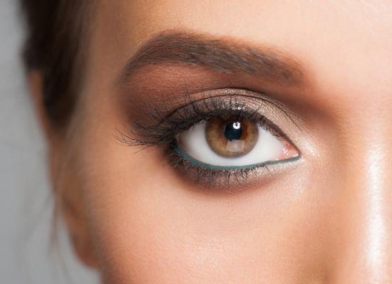 טיפ איפור: עיפרון עיניים ירוק
